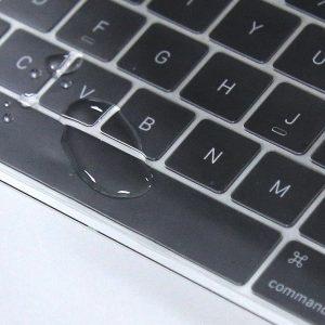 goutte d'eau sur clavier